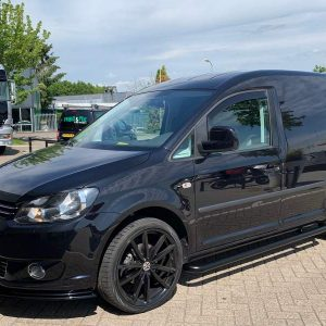 vw-caddy-zwarte-sidebars-rvs-strong-edition