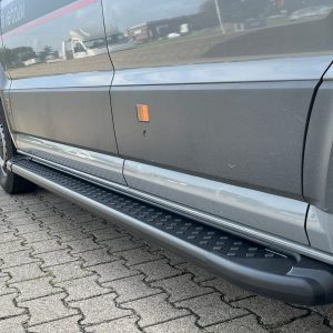 vw-crafter-treeplanken-aluminium-zwart-man-tge