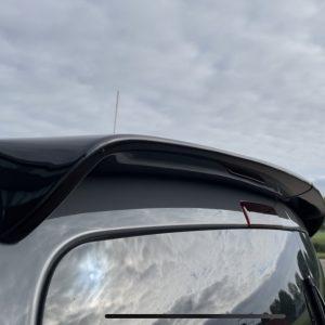 dakspoiler-vw-caddy-zwart-deuren