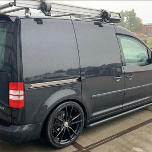 vw-caddy-dakspoiler-zwart